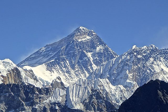 640px-Mt._Everest_from_Gokyo_Ri_November_5,_2012